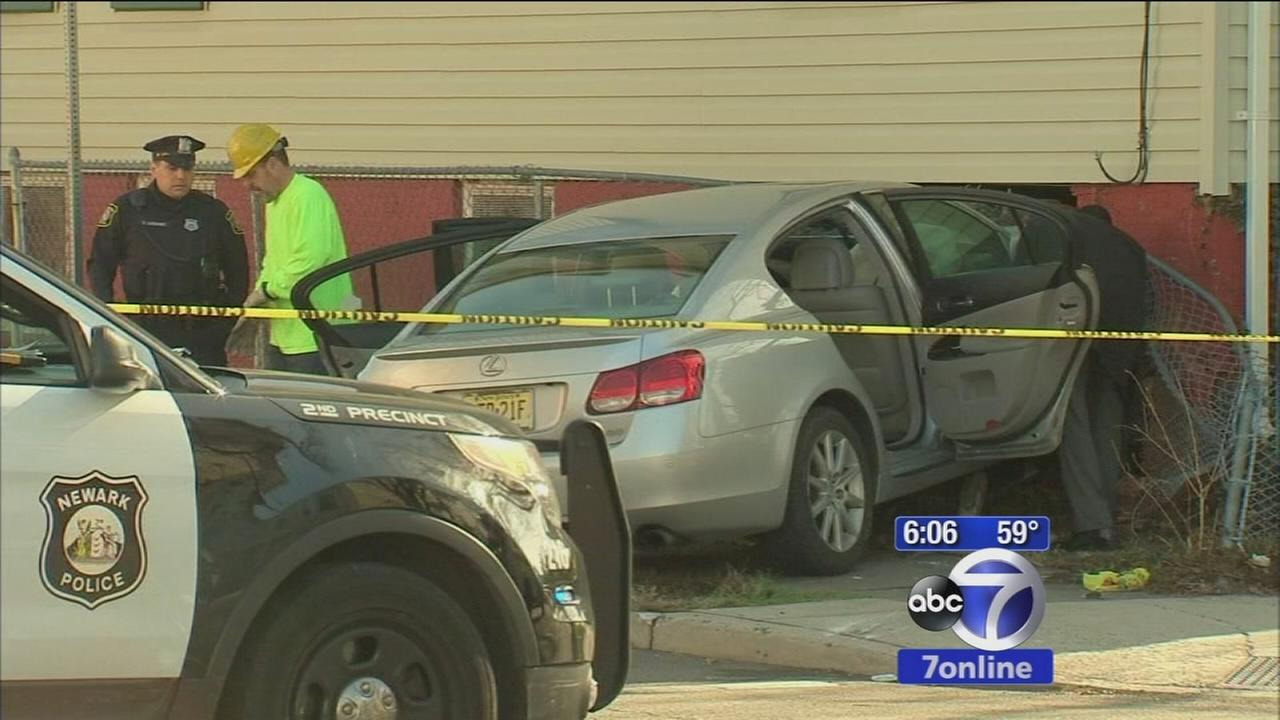 Armed robbery suspect shot by police after car crash in Newark