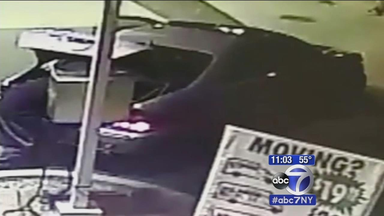 String of air pump thefts at gas stations in Queens and Brooklyn