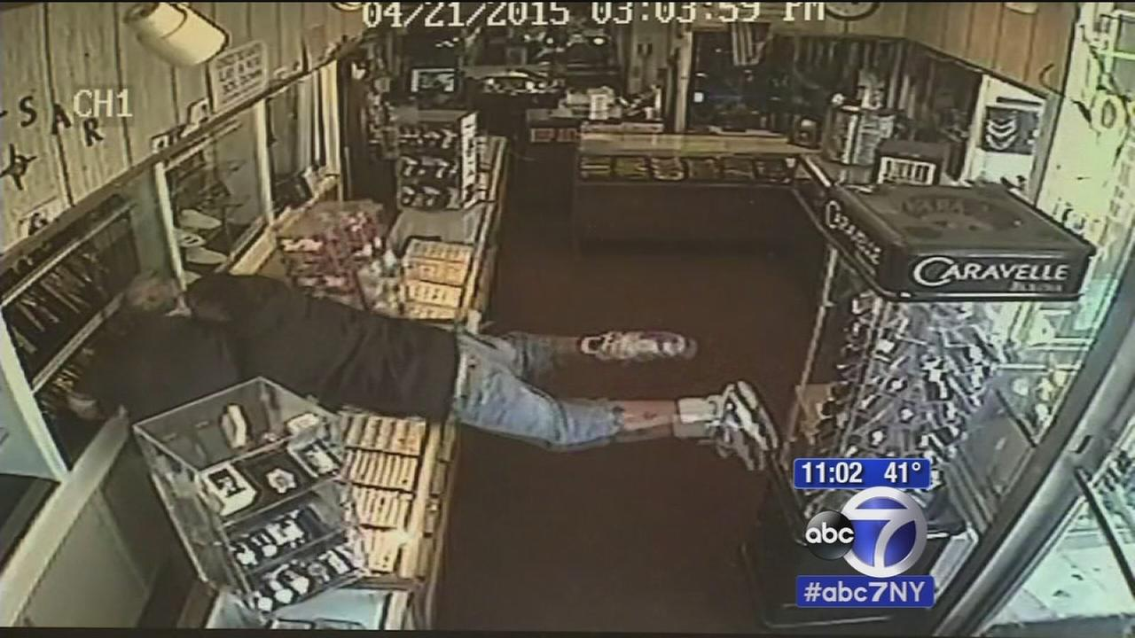 Violent jewelry store robbery caught on camera in Clifton