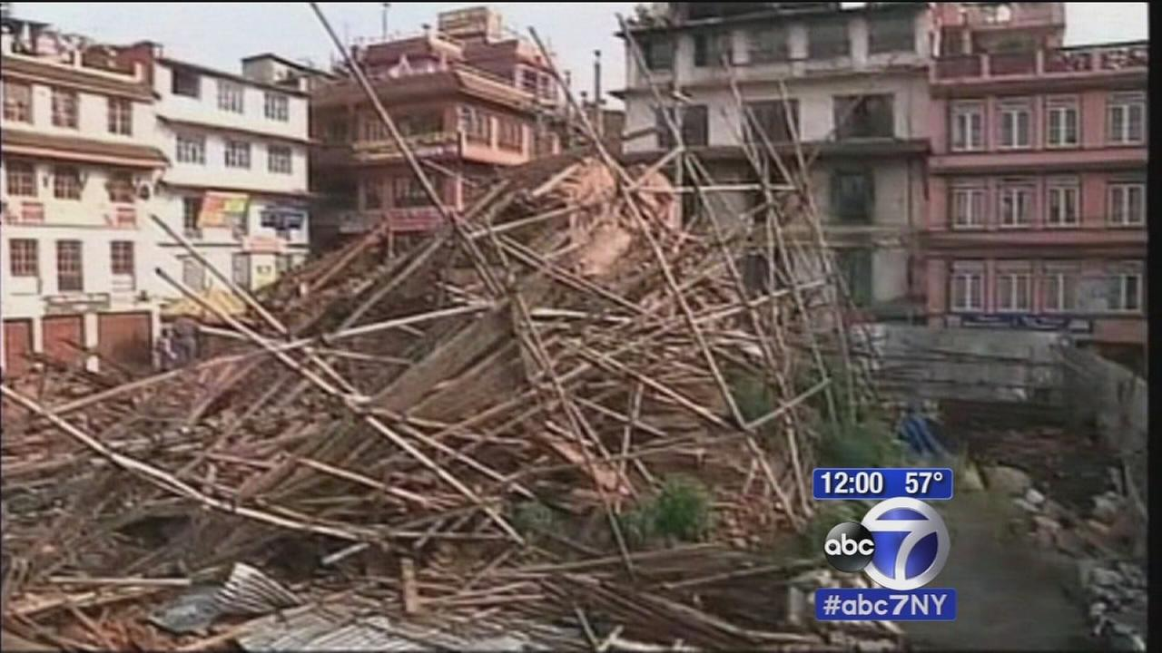 Death toll climbs in Nepal quake