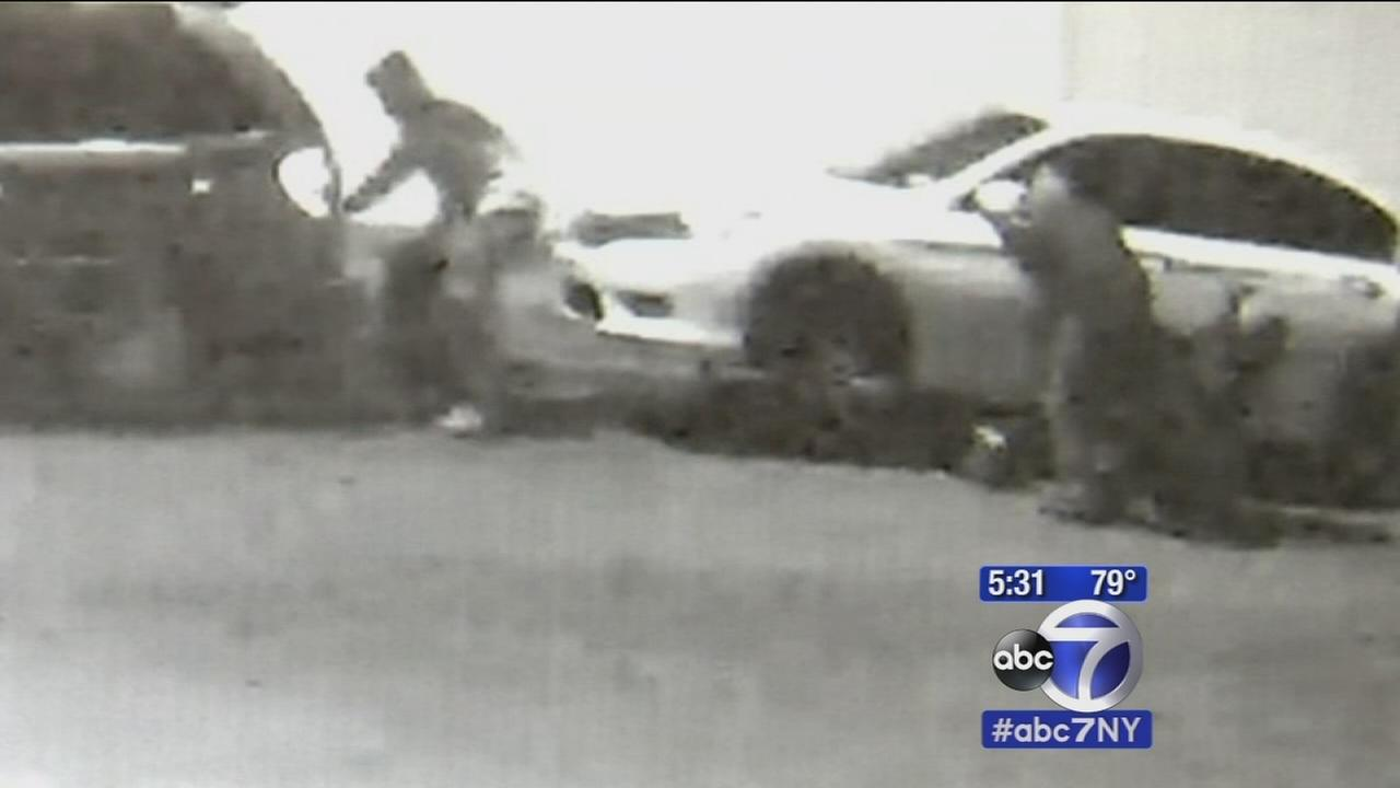 Nassau County police searching for suspects who removed tires, rims from cars