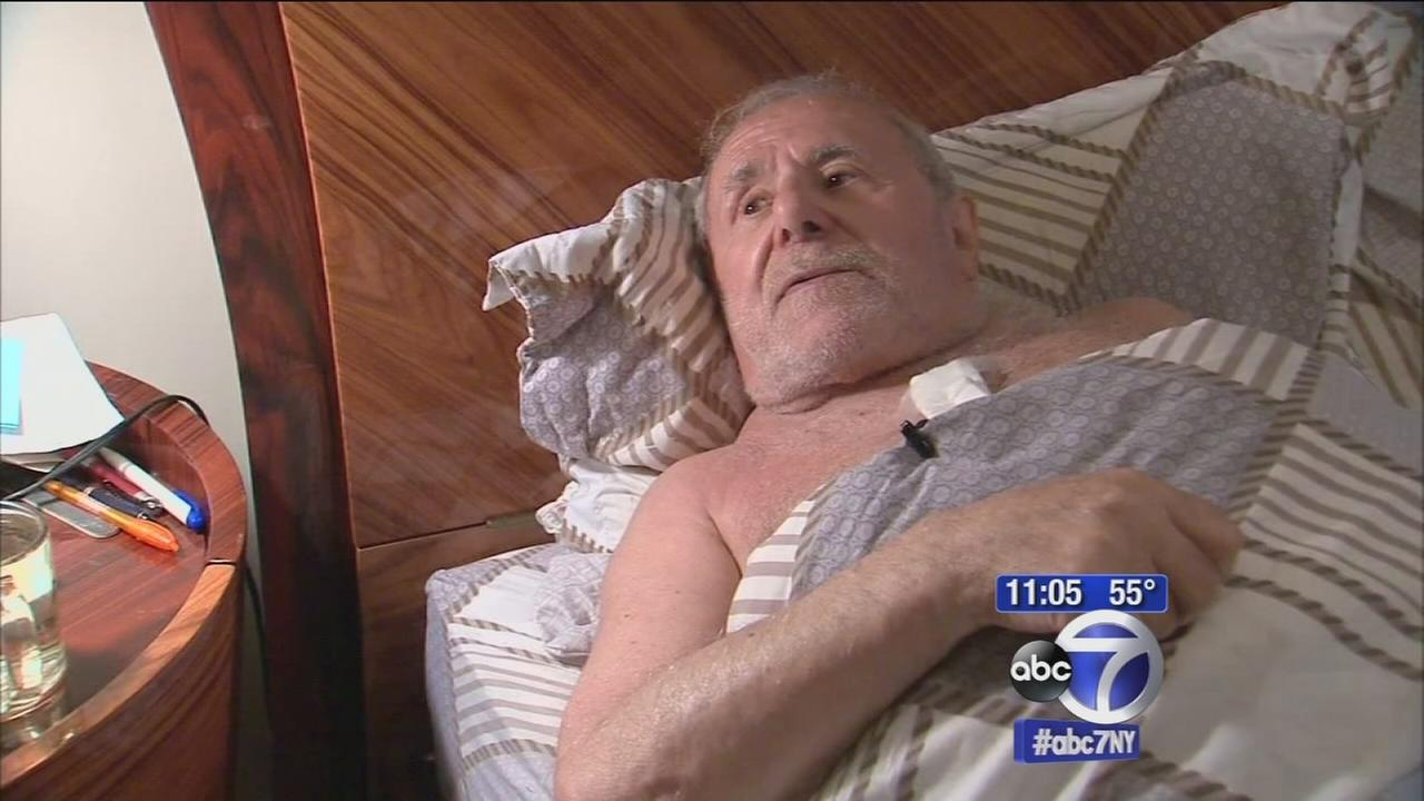 Elderly man stabbed in robbery in Brooklyn