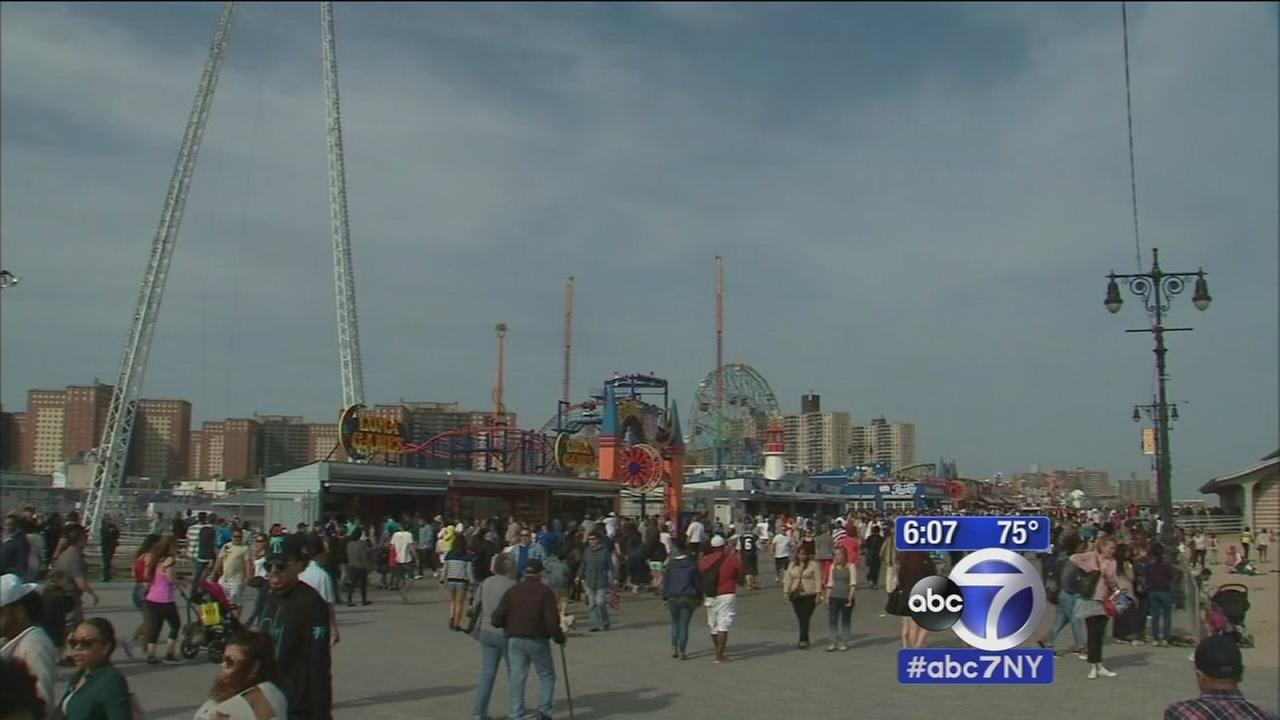 Sun-worshippers take to Coney Island
