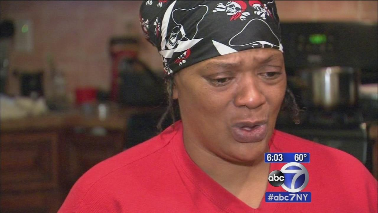 Woman shot in NJ robbed by bystanders awaiting medical attention