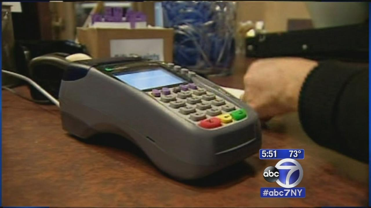 7 On Your Side: Debit or credit card