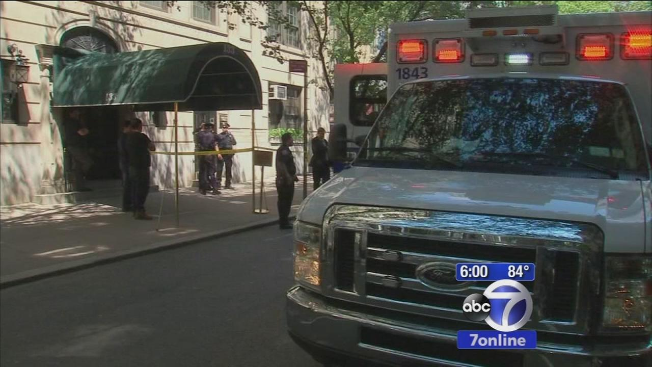 Manhunt underway after woman stabbed inside Upper East Side building