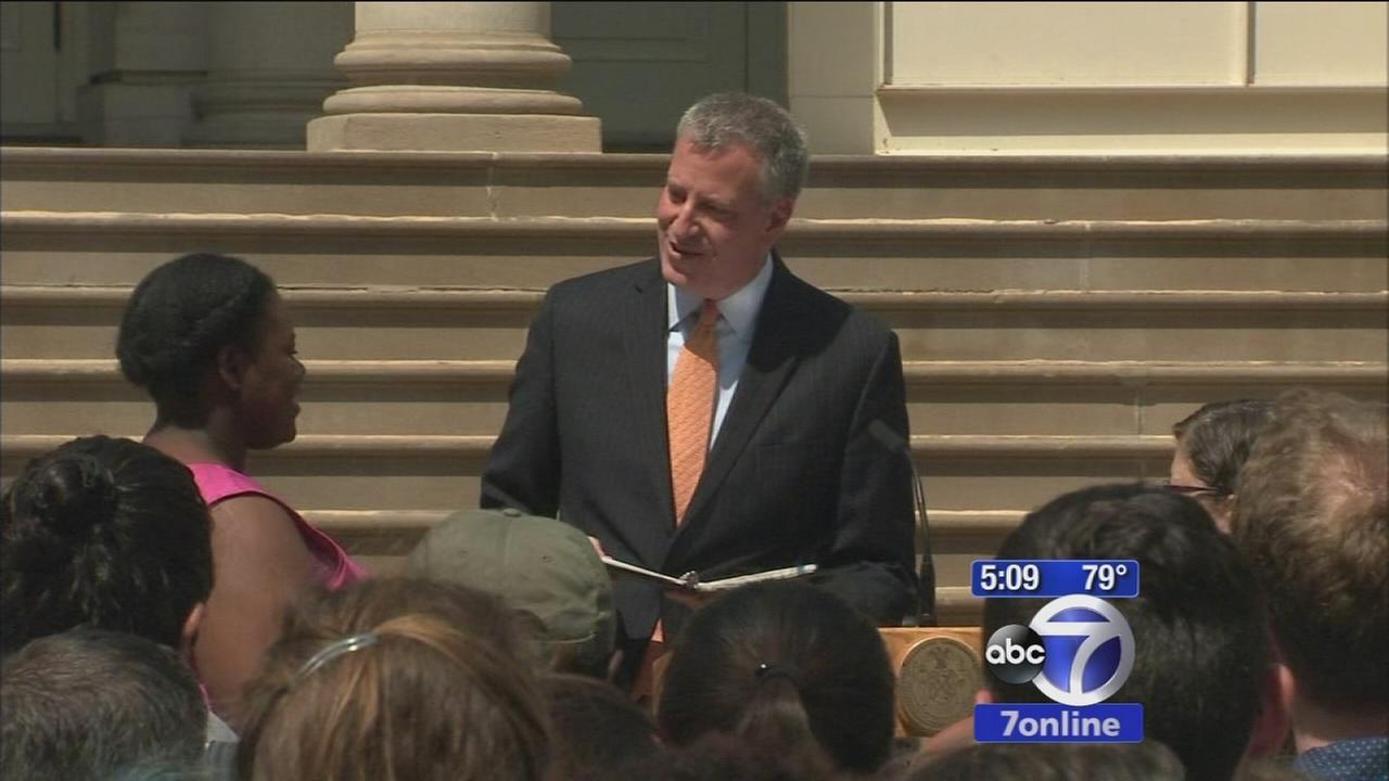 Mayor Bill de Blasio officiates two gay weddings