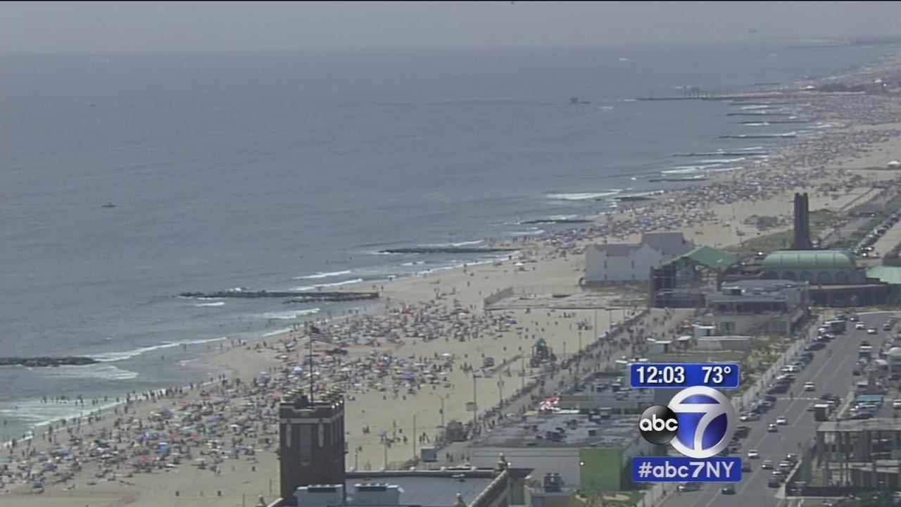Crowds ready for holiday beach day, fireworks