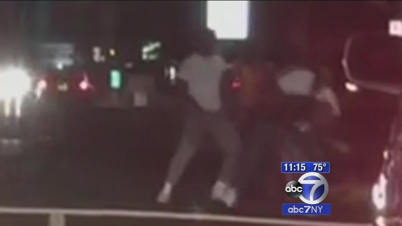 Roadside fight ends in stabbing