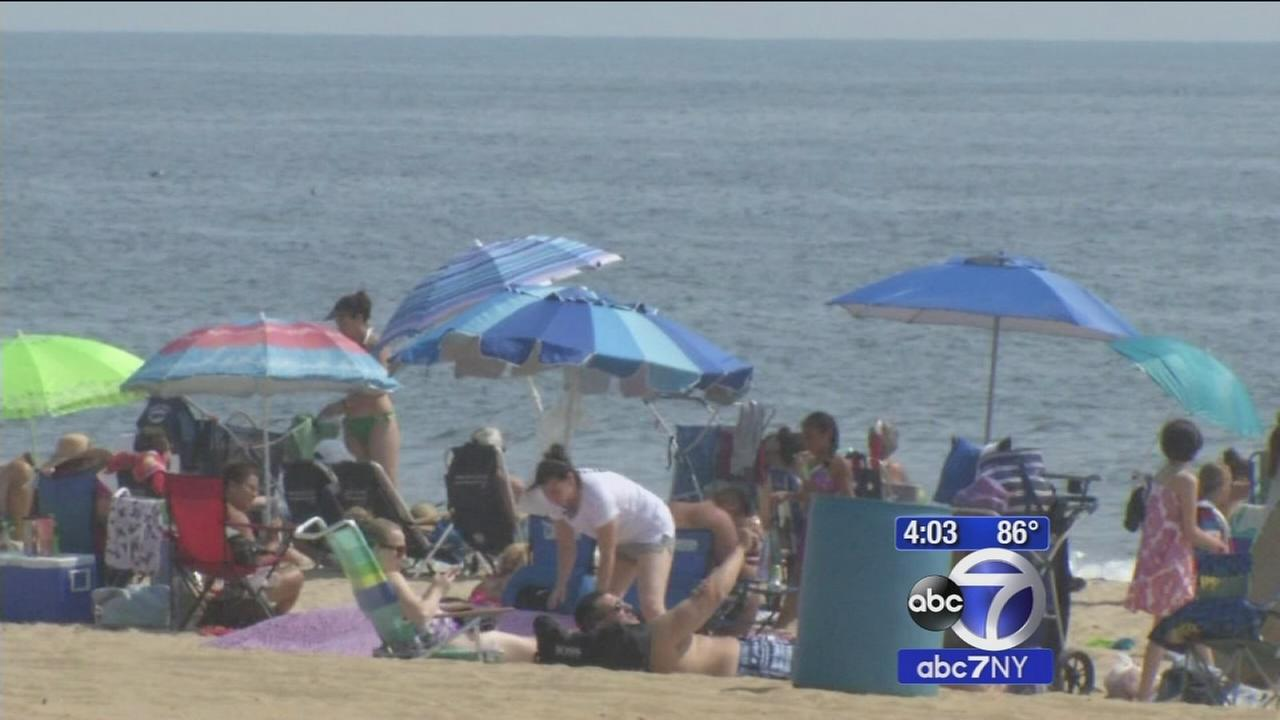 Beachgoers in Belmar try to keep cool during area heat wave