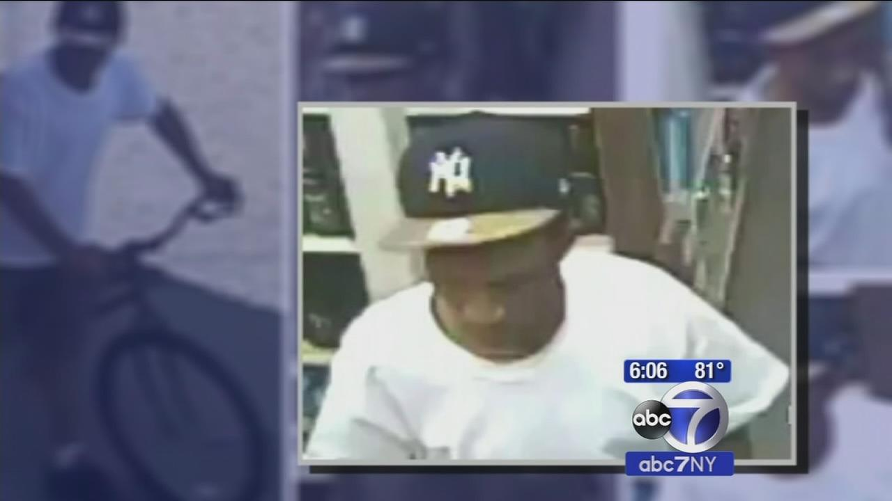 Police: Man wanted for targeting elderly people on Coney Island, stealing their jewelry