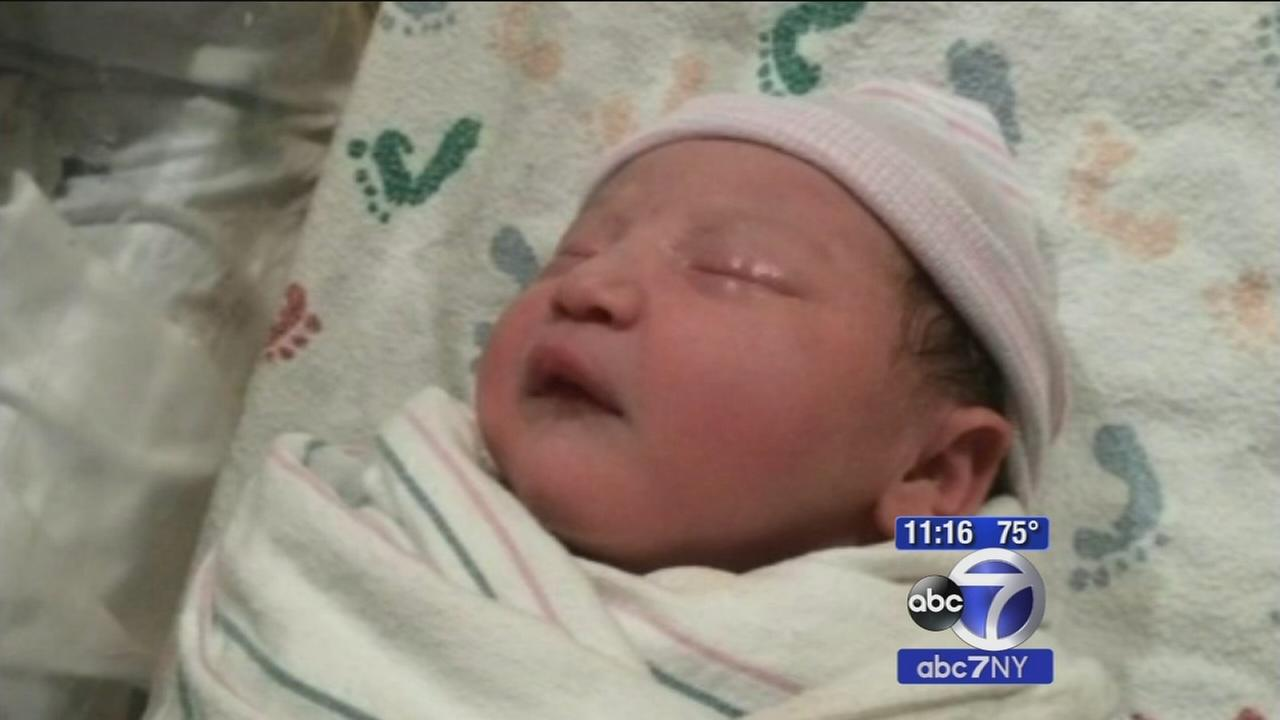 2 bystanders help deliver baby after couple gets stuck in Jersey Shore traffic