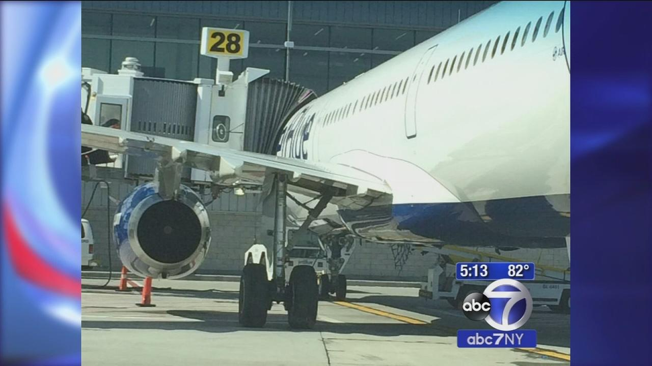 Man slashed with razor, suspect pepper-sprayed by passenger while deplaning at JFK