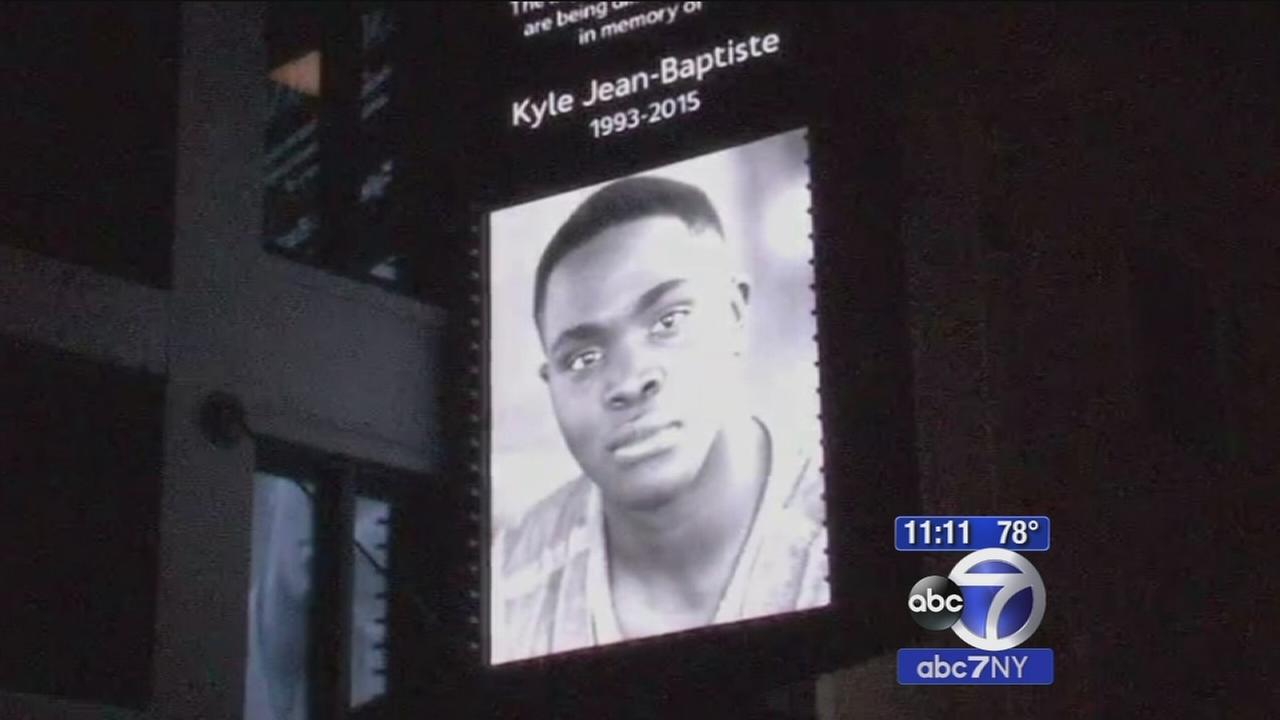 Imperial Theatre dims lights in honor of Broadway star