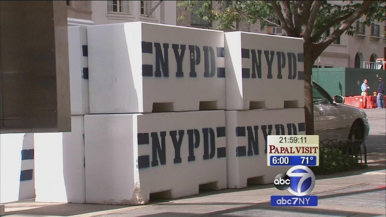 NYPD starting to put up barricades for Pope Francis visit