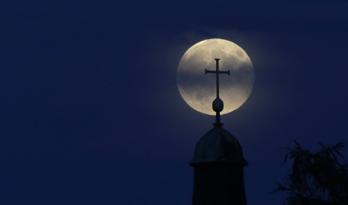 "<div class=""meta image-caption""><div class=""origin-logo origin-image ""><span></span></div><span class=""caption-text"">The Supermoon appears behind a cross of the 'Christkoenig' church in Munich, southern Germany, Sunday, Aug. 10, 2014.  (AP Photo/Matthias Schrader)</span></div>"