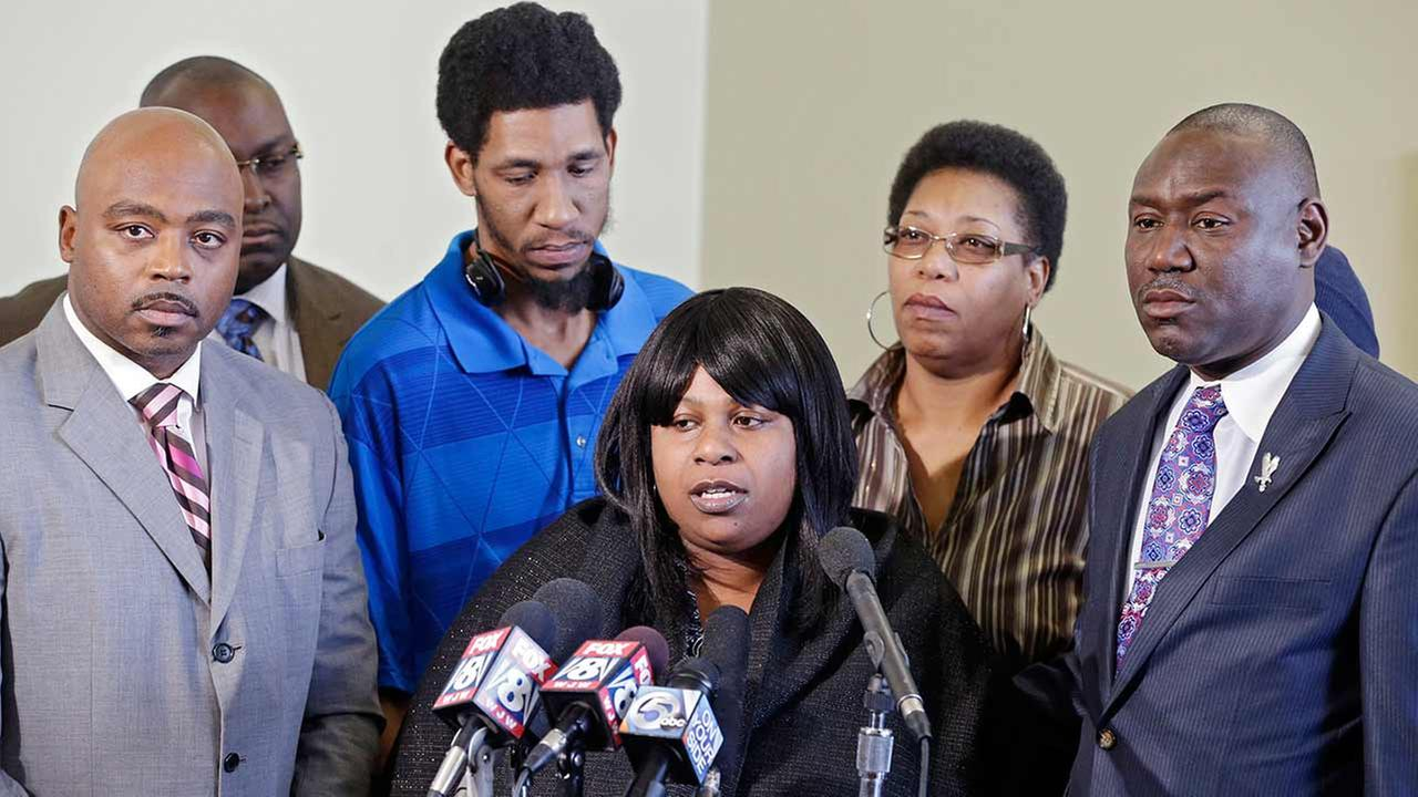 FILE - In this Jan. 6, 2015 file photo, Samaria Rice, center, speaks about the investigation into the death of her son Tamir Rice, at a news conference.