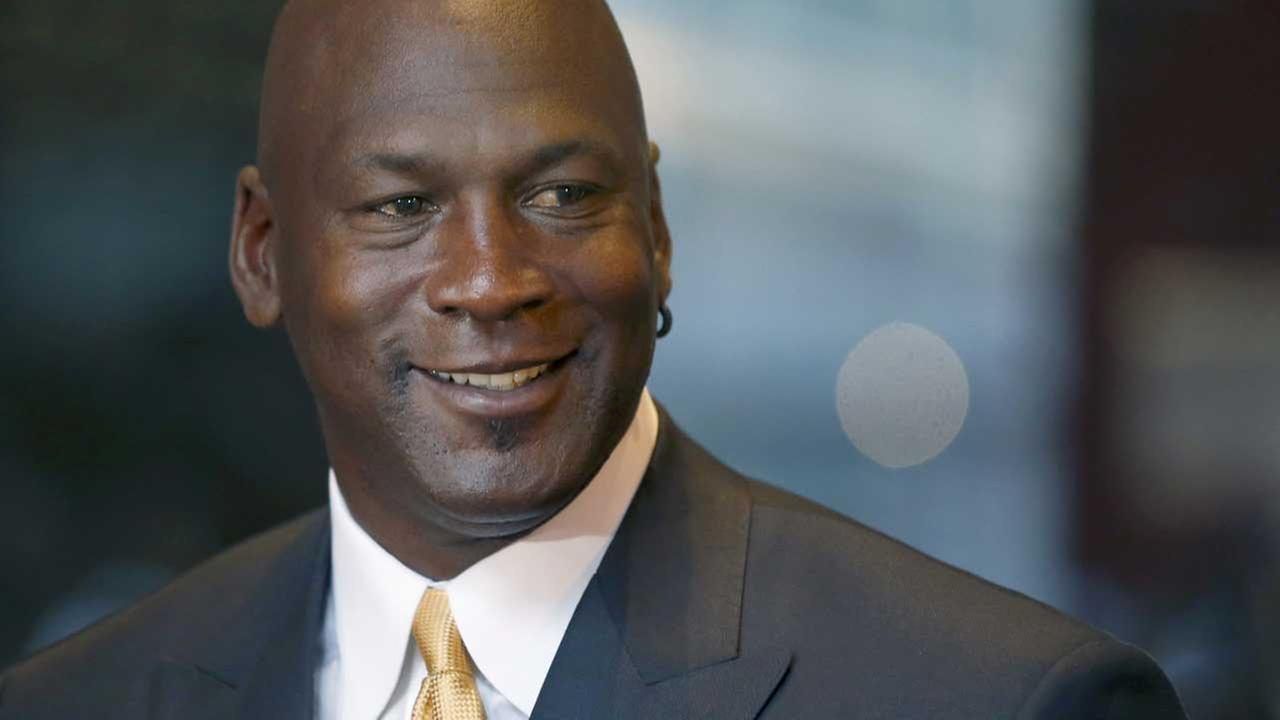 (FILE) Former NBA star Michael Jordan smiles at reporters in Chicago.