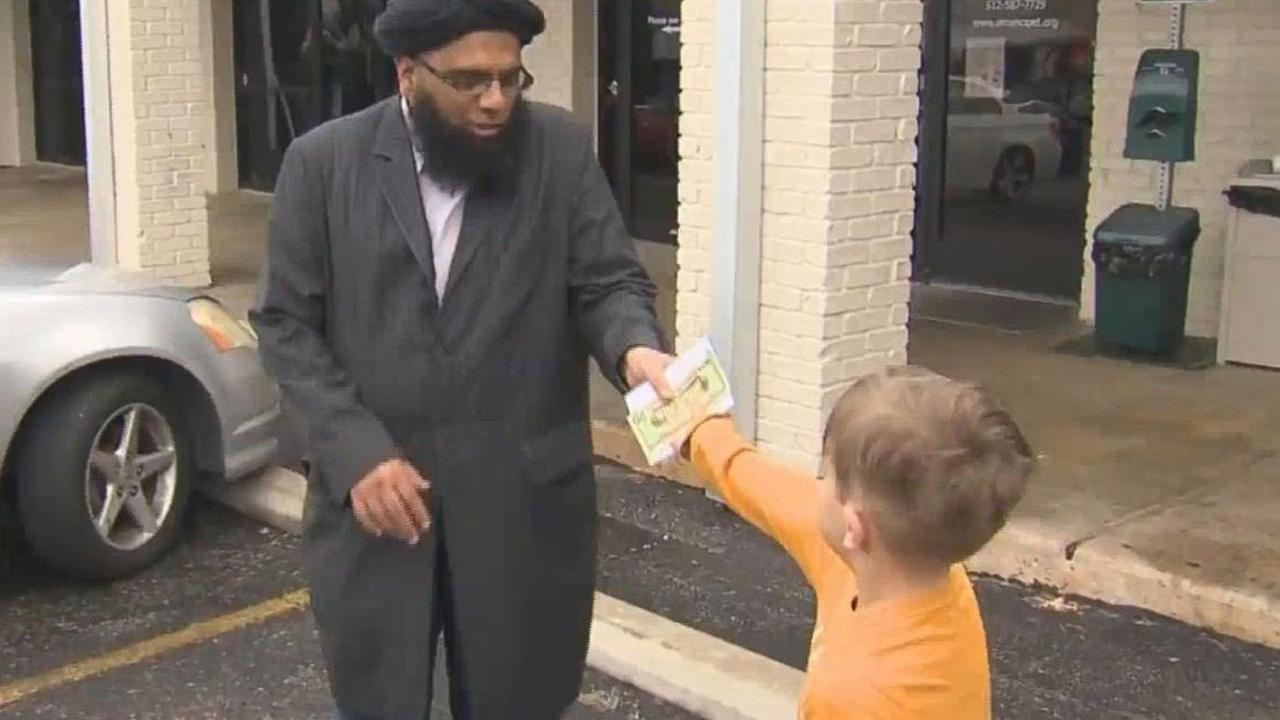 7-year-old boy donates all the money in his piggy bank to vandalized mosque in Texas