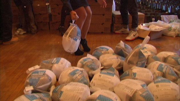 Muslim volunteers give 5,000 turkeys to Chicago families – A.P.