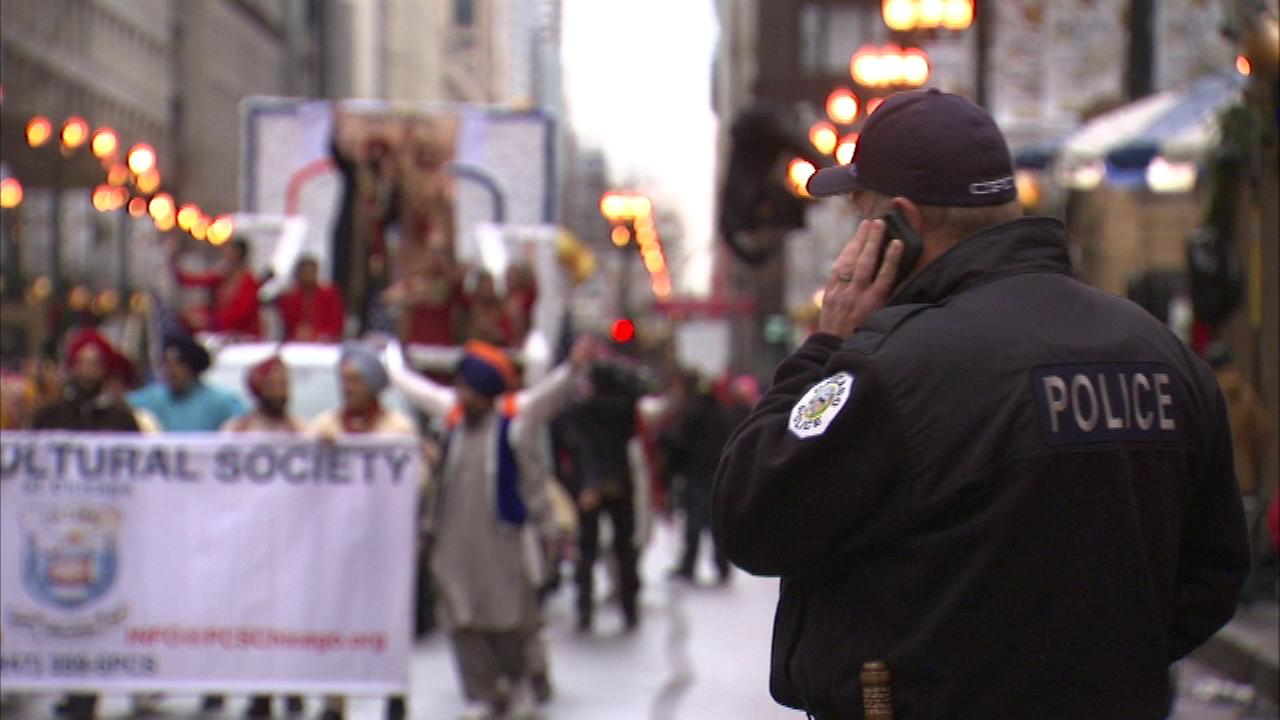 Rain and extra security didnt put a damper on the McDonalds Thanksgiving Day Parade in Chicago.