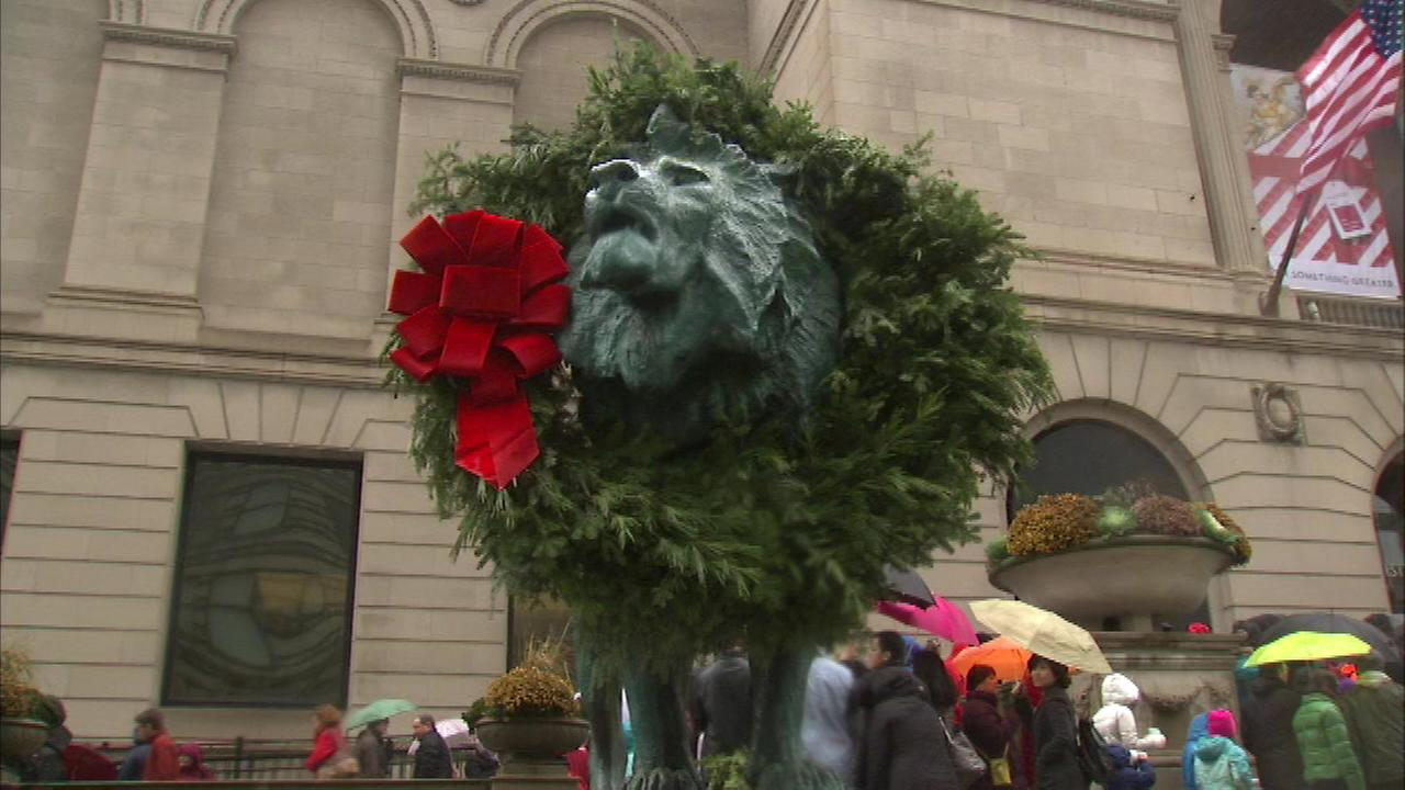 The lion statue at the Art Institute of Chicago was draped in a giant wreath on Nov. 27, 2015.
