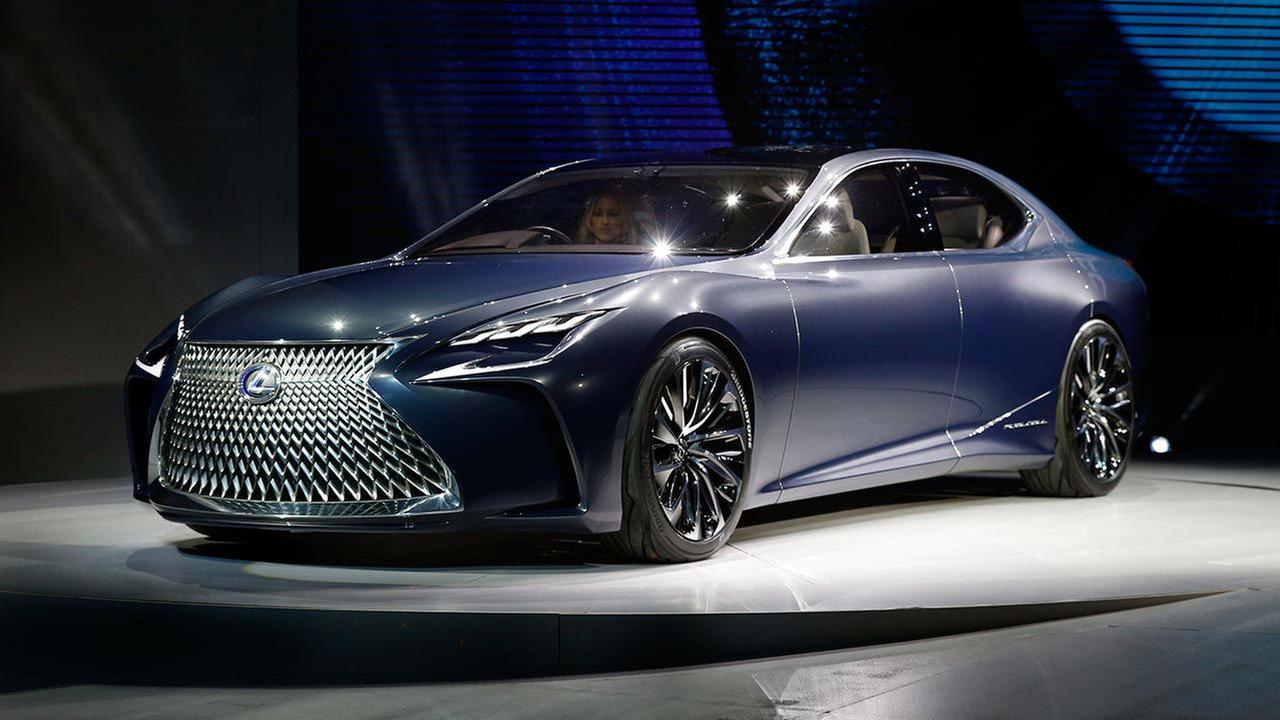 Auto Show LexusPaul Sancya
