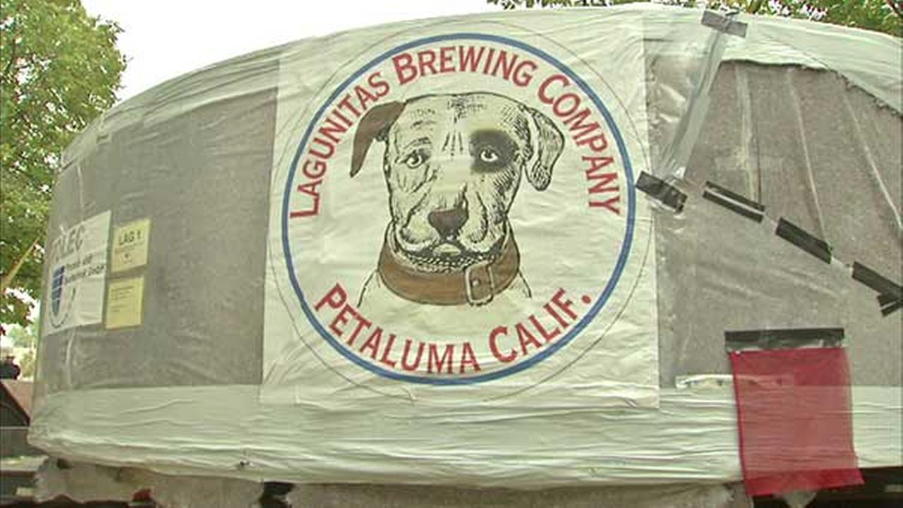 Lagunitas cuts ribbon on Chicago brewery