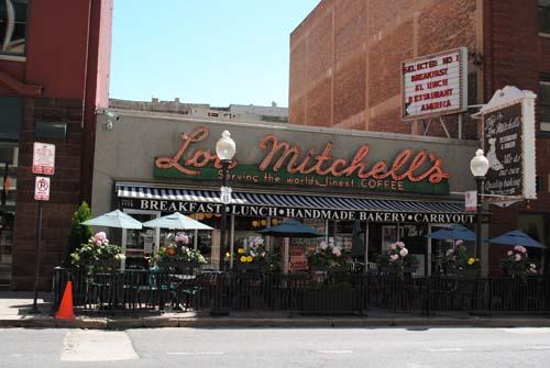 """<div class=""""meta image-caption""""><div class=""""origin-logo origin-image none""""><span>none</span></div><span class=""""caption-text"""">12) Lou Mitchell's Restaurant (TripAdvisor)</span></div>"""