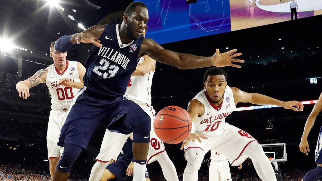 Villanovas Daniel Ochefu and Oklahomas Jordan Woodard reach for a loose ball during NCAA Final Four tournament college basketball semifinal game April 2, 016.