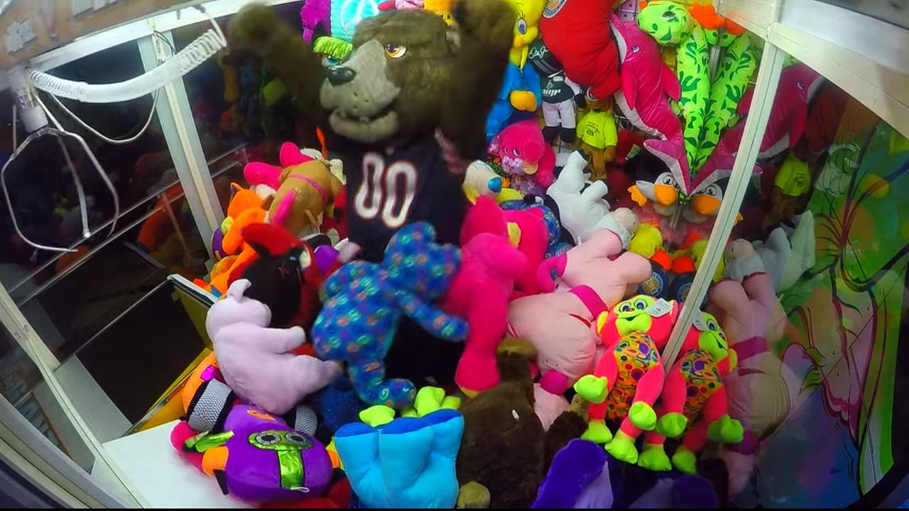 Surprise! Staley pranks Bears fans in a claw machine