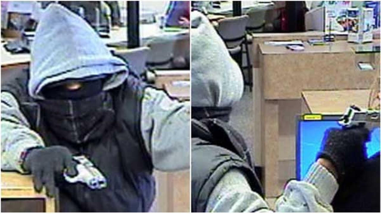 Surveillance images of a man who robbed a bank in Oshtemo Township, Mich., on Jan. 8, 2015. | Kalamazoo County sheriffs office