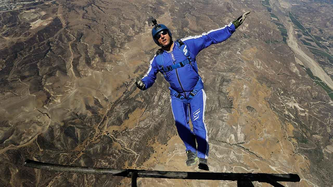 Luke Aikins becomes first skydiver to successfully jump without a parachute