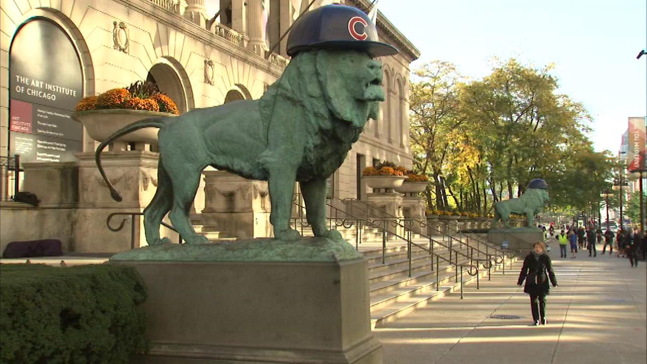 The lion statues outside the Art Institute sporting Cubs hats with the team in the World Series.
