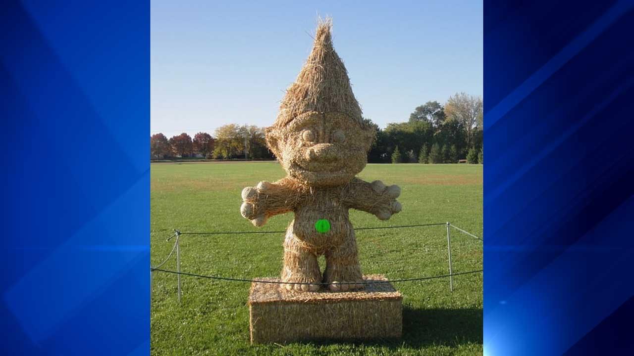 Straw statue in Rochelle, Ill.Fran Volz