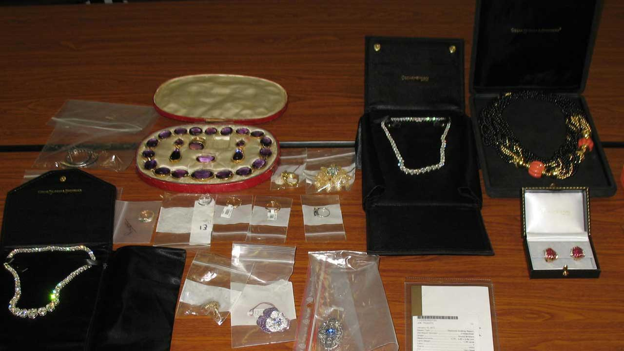 $700K in jewelry found at O'Hare customs