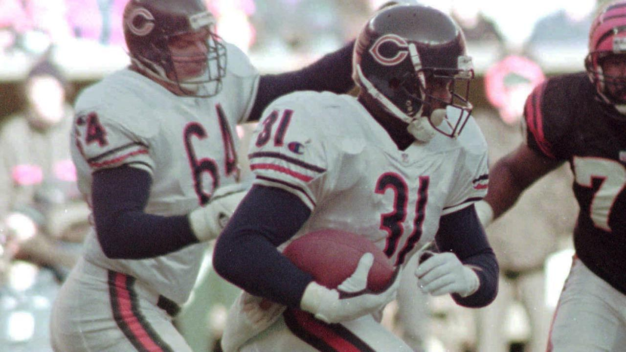 Chicago Bears running back Rashaan Salaam breaks through the line against the Cincinnati Bengals Sunday, Dec. 10, 1995, in Cincinnati.