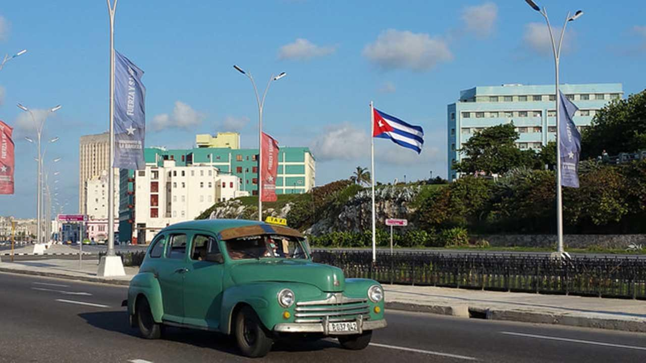 Cuba hits tourism record with 4 million visitors in 2016