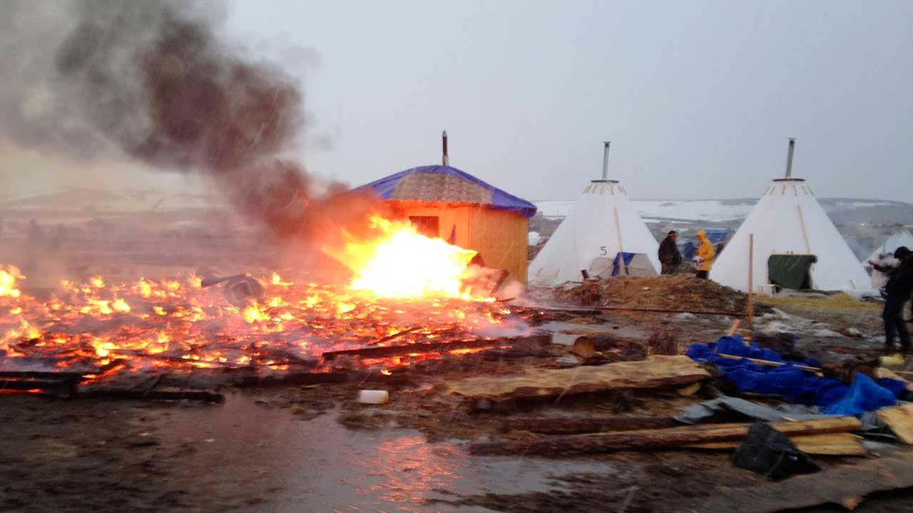 Fire at Dakota Access pipeline protest camp