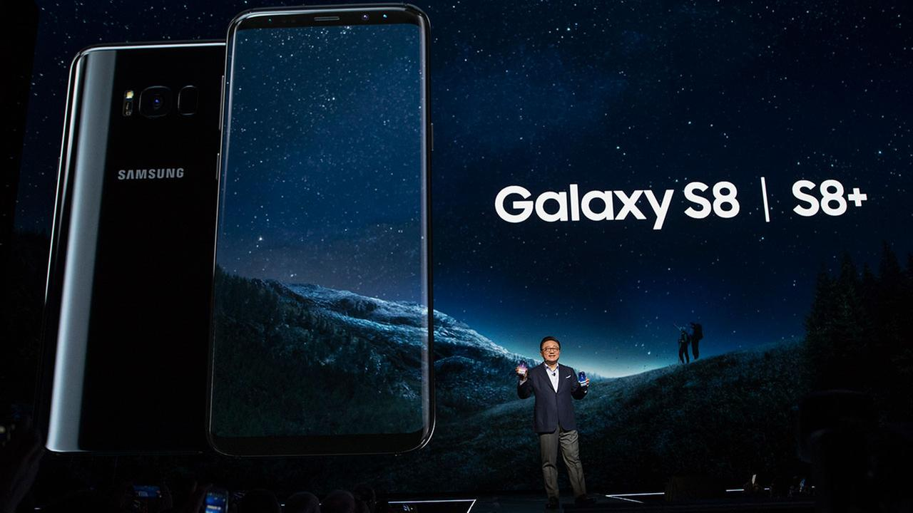 Samsungs Galaxy S8 phone aims to dispel the Note 7 debacle