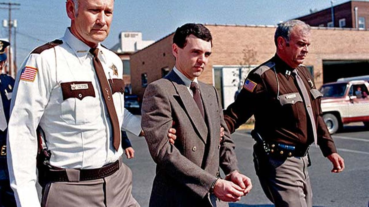 FILE: In this Nov. 2, 1987, file photo, convicted killer Donald Harvey, center, is led back to jail after pleading guilty to eight murder and one voluntary manslaughter charges.