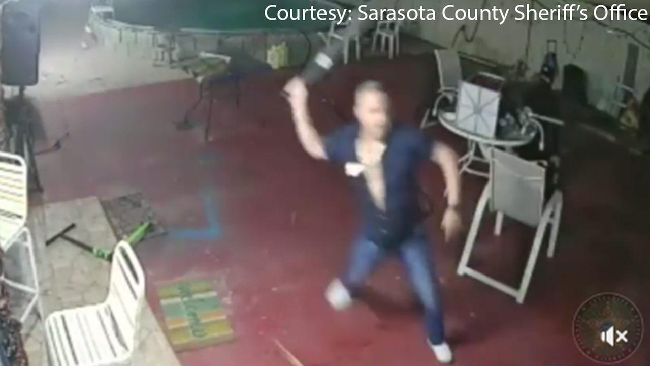 Machete-armed Florida man fights off would-be robbers