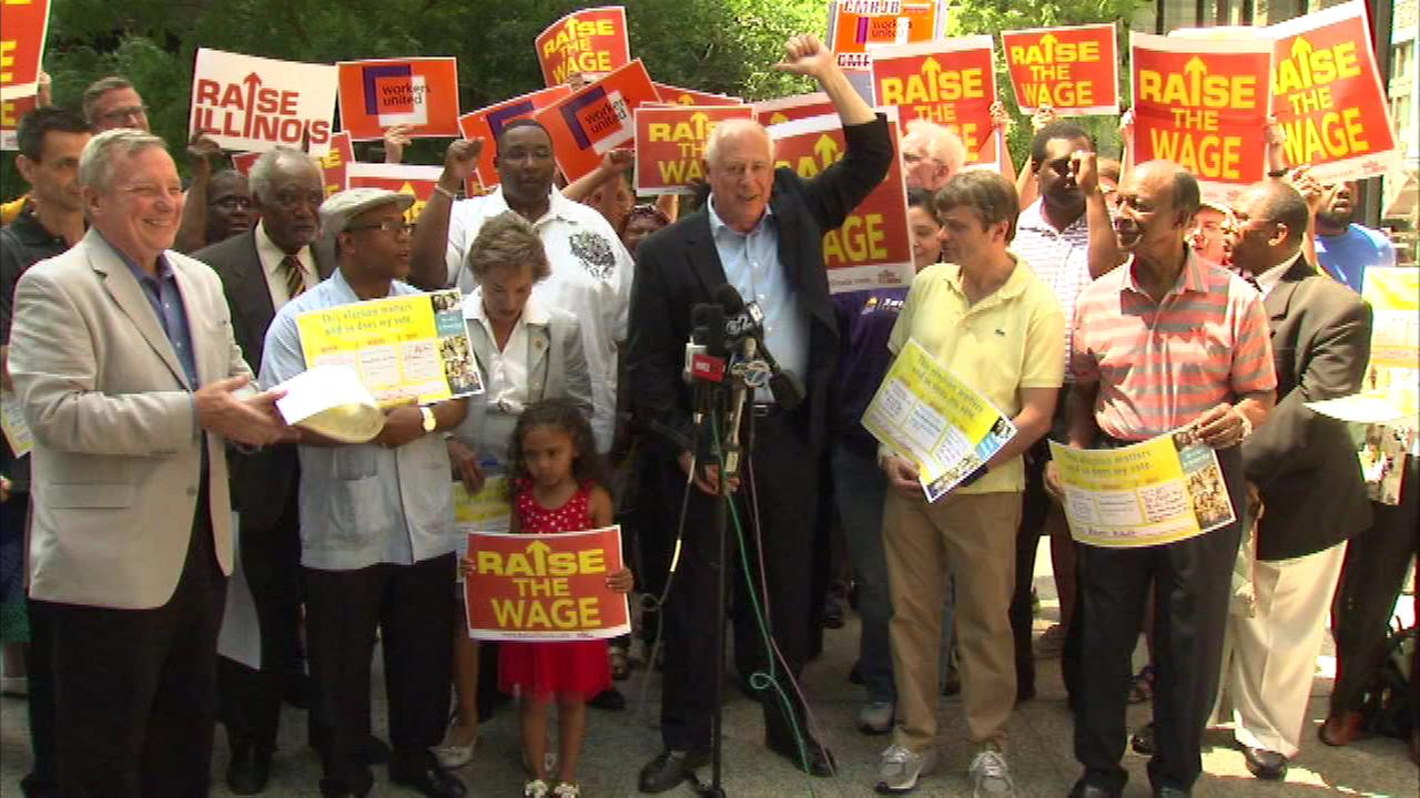 Governor Pat Quinn and other state lawmakers are pushing to raise the minimum wage in Illinois.