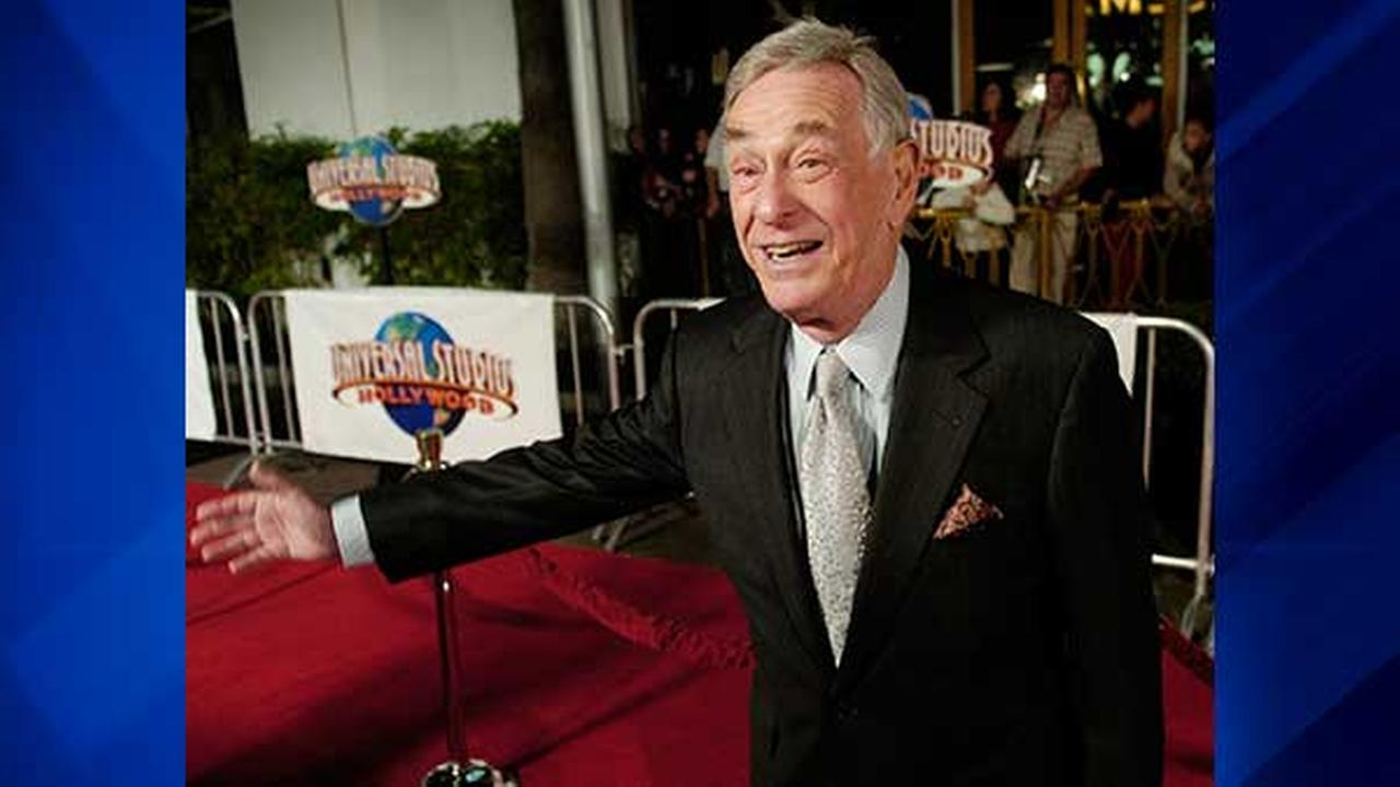 In this Dec. 16, 2004 file photo, comedian Shelley Berman, who has a role in the new film Meet the Fockers, poses at the premiere of the film in Universal City, Calif.