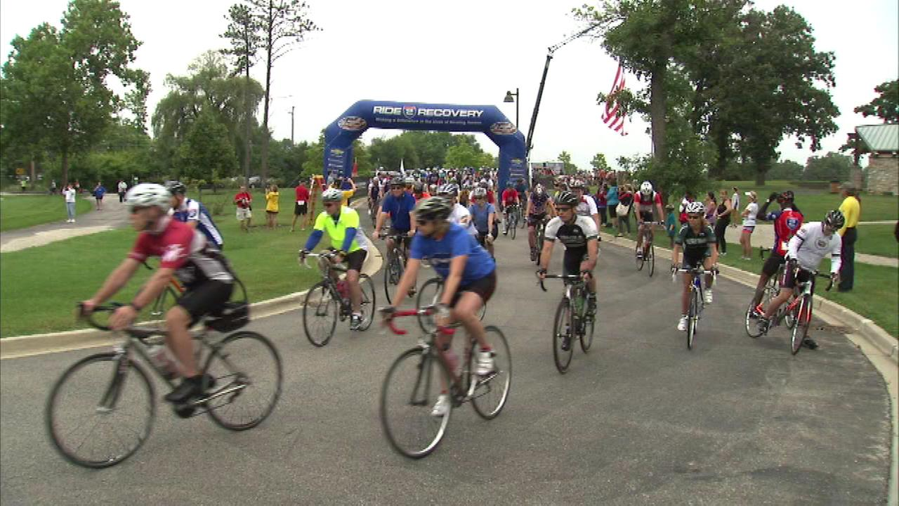 Hundreds of people gather in the northwest suburbs to ride their bikes and run for veterans.