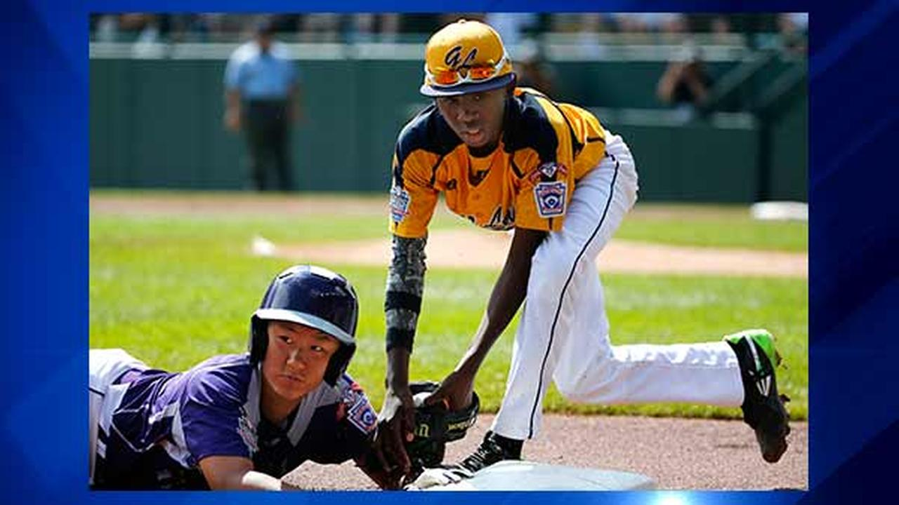 South Koreas Jae Yeong Hwang, left, is tagged out attempting to steal third by Chicagos Cameron Bufford in the first inning of the Little League World Series Championship.