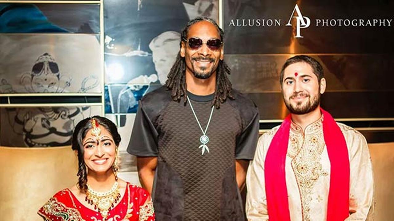 Snoop Dogg crashed a wedding at the Hard Rock Hotel in Chicago where he was staying on Sunday, August 31, 2014.