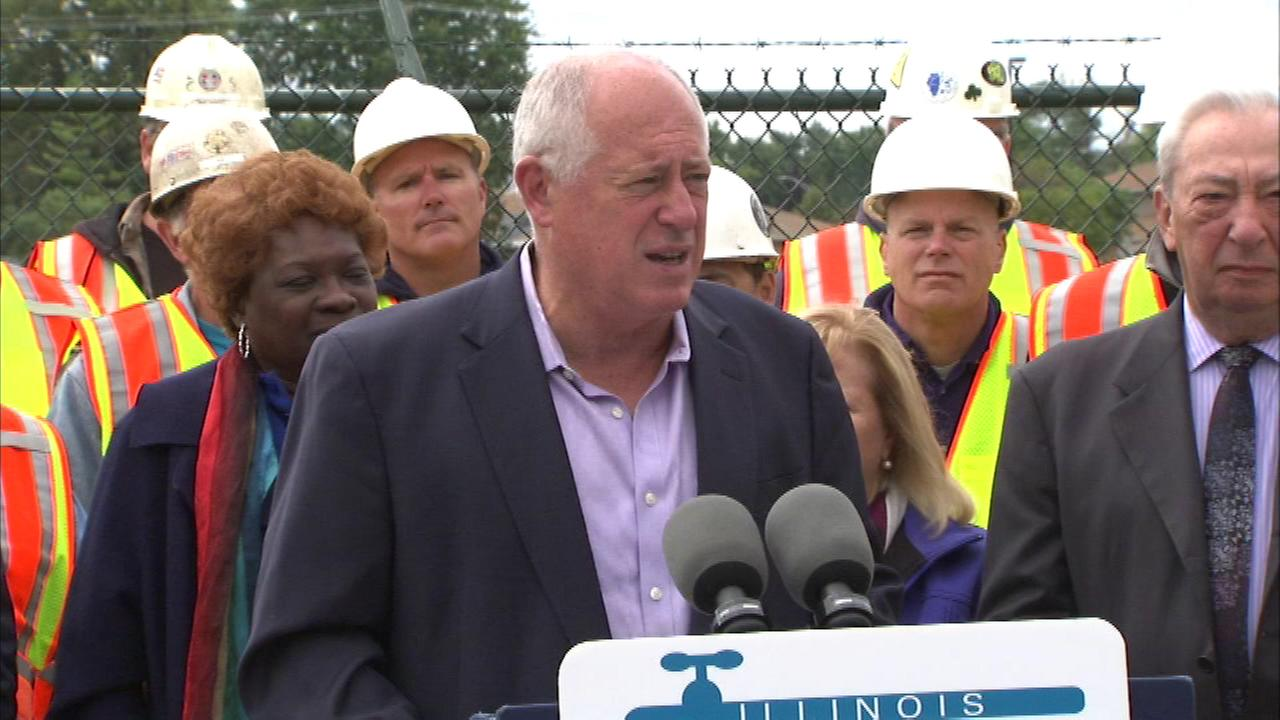 Governor Pat Quinn announced two water-related projects in Chicagos south suburbs on Saturday.