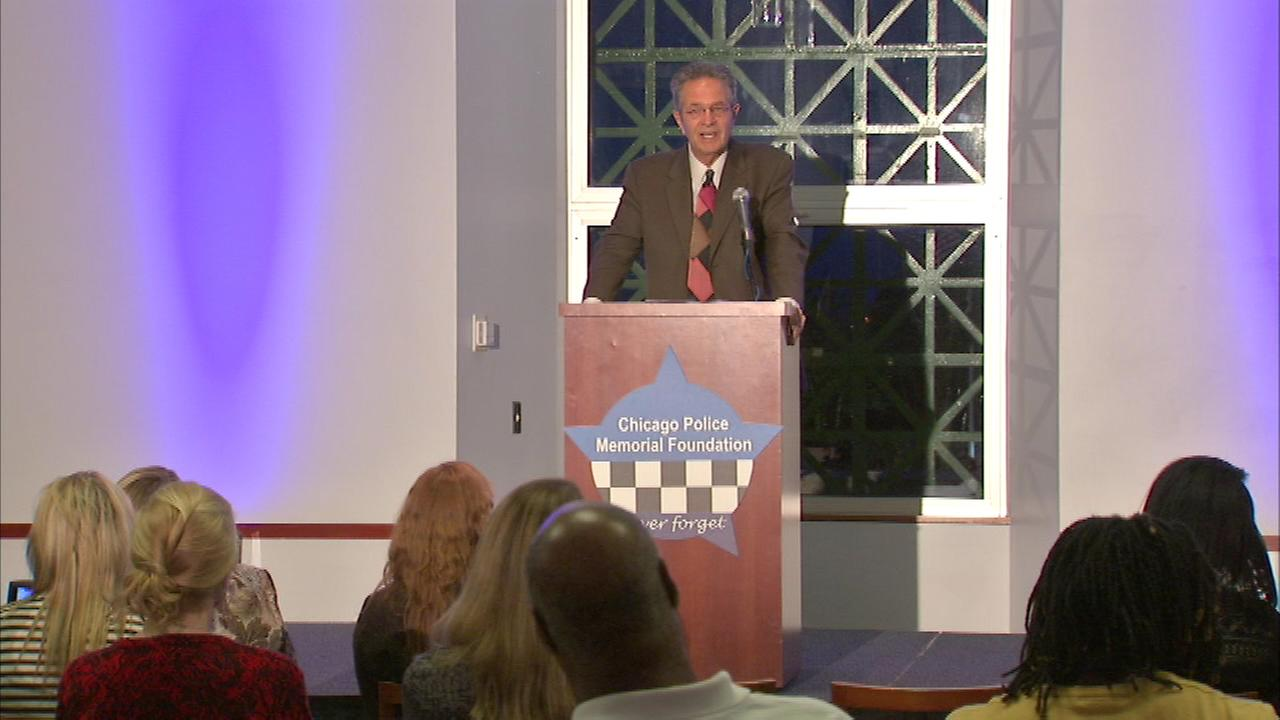 ABC7s Ron Magers was the emcee of a pre-ceremony event for Gold Star families.