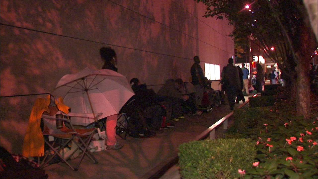 Apples iPhone 6 goes on sale Friday, but there were already people lined up outside the Apple Store on Michigan Avenue Thursday night.